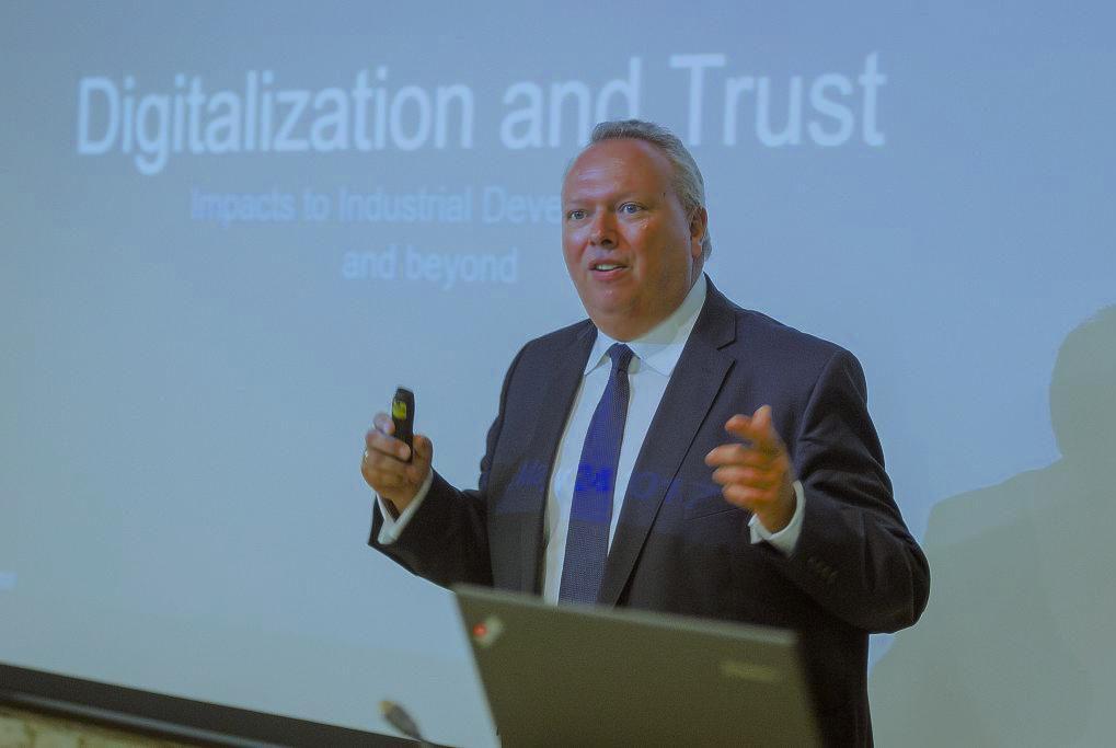 Prof. Dr. Thomas Osburg